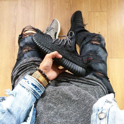 Distressed black denim. Long heather gray tee. Denim light wash jacket and yeezy boost 350 pirate black or Turtle Dove.
