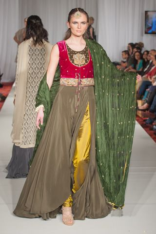 This is the image gallery of Sonya Battla Dresses 2013-2014 at Pakistan Fashion Week 5. You are currently viewing Sonya Battla Dresses 2013-2014 at Pakistan Fashion Week 5 (3). All other images from this gallery are given below. Give your comments in comments section about this. Also share stylehoster.com with your friends.  #sonyabattla, #bridaldresses, #bridaldresses2014, #weddingdresses, #pakistanibridal, #pakistaniwedding, #pakistanfashionweek