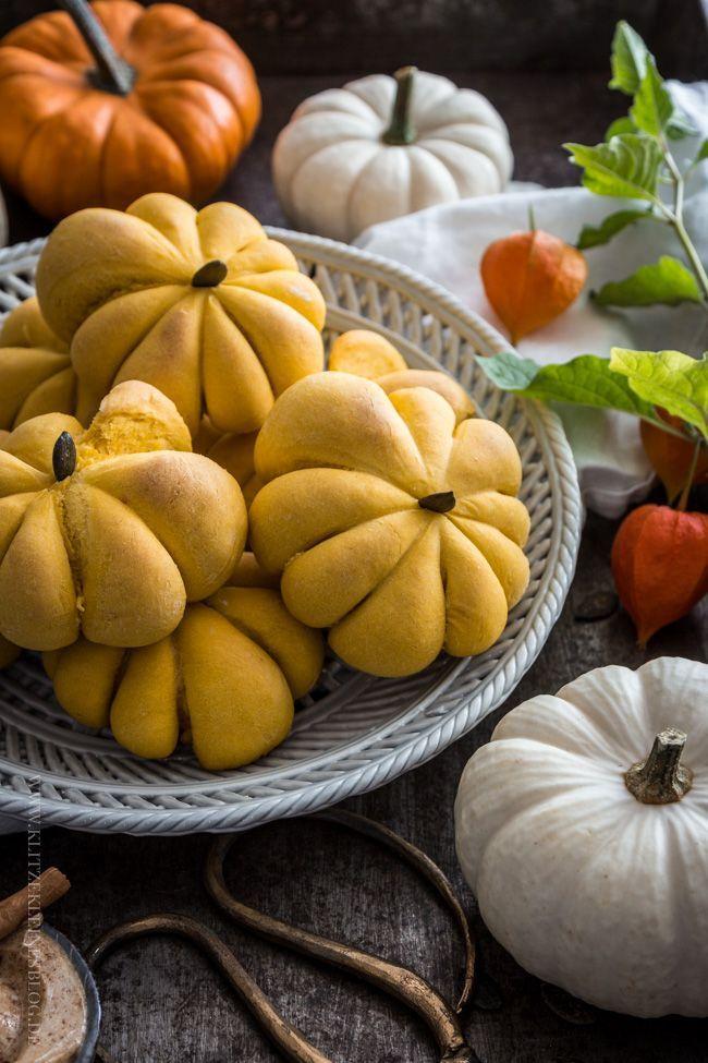 Pumpkin Bread Rolls mit süßer Zimtbutter / Kürbisbrötchen deluxe