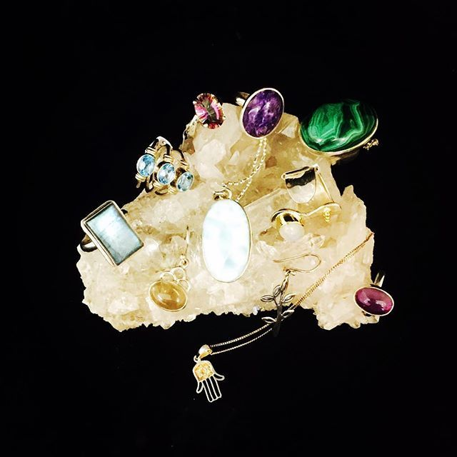 Did you know that crystal jewellery does not only look fabulous, but can also have healing qualities and can give the wearer protection. Is that not a good excuse to have beautiful crystal jewellery? - I think so.... 💍  #crystaljewellery #crystals #jewellery #malachite #moonstone #laboradite #rhodonite #topaz #aquamarine #amethyst #chaorite #clearquartz #rosequartz #silver #silverjewellery #ilovecrystals #ilovejewellery #pinklotus #pinklotusgiftware
