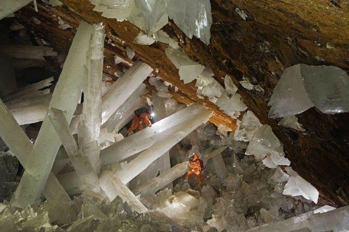 ここは地球?この世のものとは思えない「クリスタルの洞窟」の絶景