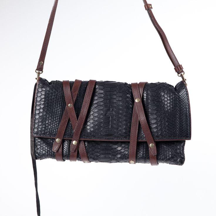 Ce sac à main Jérôme Dreyfuss tendance peut être porté à l'épaule avec une bandoulière ajustable et amovible en cuir. Elégant et pratique à la fois, il pourra vous suivre de jour comme de nuit