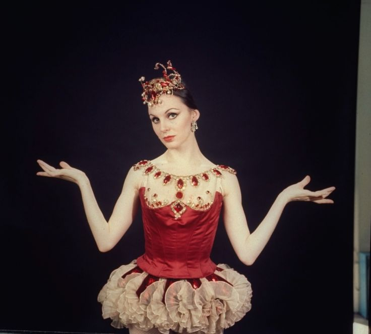 """New York City Ballet - Studio photo of Patricia McBride in """"Jewels"""", choreography by George Balanchine (New York)"""