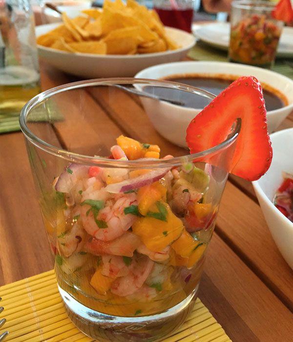 Ceviche Tropical de Gambas con aguacate, mango y fresas. - #brunch #receta #singluten #sano #fácil - Aquí el paso a paso: http://www.coffeeandbrunchbcn.es/ceviche-tropical-de-gambas-recetas-de-brunch/