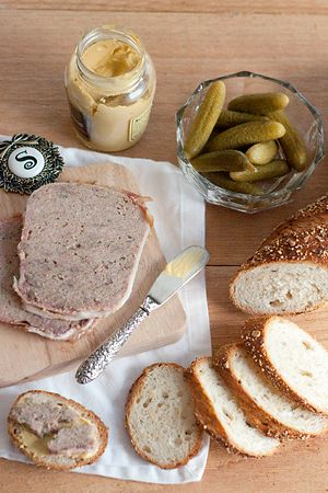 French Country Terrine from @NevrEnoughThyme http://www.lanascooking.com/2013/02/22/french-country-terrine/