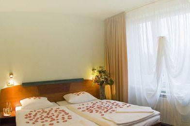 Hotel Jehla, GRANDY CLUB s.r.o.: www.hotel-jehla.upps.cz  Das Hotel liegt mitten in der Tschechischen Republik im Hochland der saubersten und gesündesten Bereiche. Sie finden uns Unterkunft, Verpflegung, perfekten Hintergrund für Kongresse, Tourismus und Sport. Mediate sportlichen und sozialen Aktivitäten von Einzelpersonen und Gruppen. Wir organisieren Ausflüge und Wandern Wanderung.
