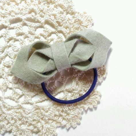フェルトリボンのヘアゴムの作り方|コサージュ・ブローチ|ファッション小物|ハンドメイド、手作り作品の作り方ならアトリエ