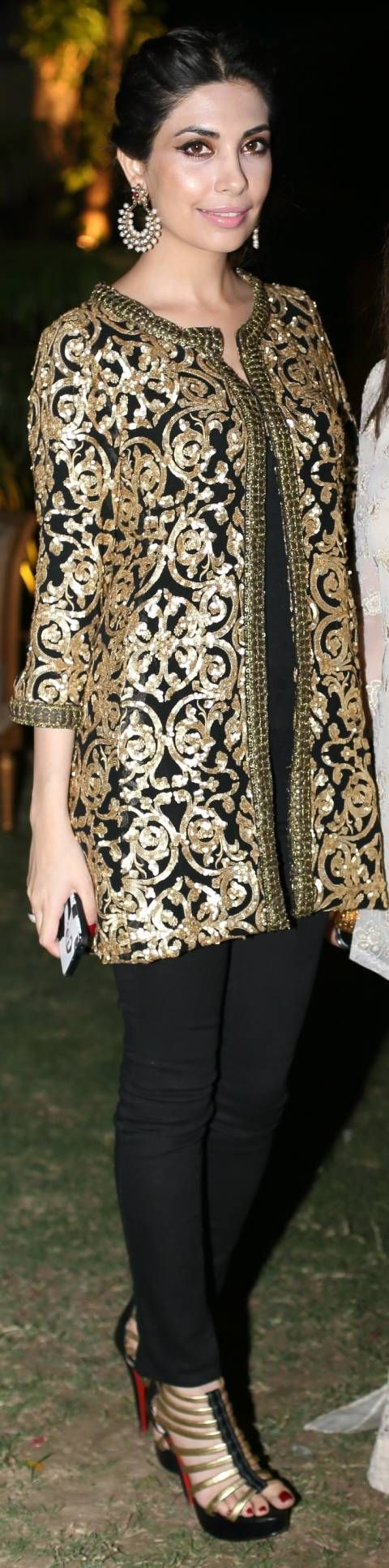 Full length picture of Maheen Taseer in Sana Safinaz Black & Gold Jacket