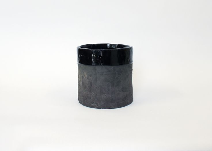 LOUISE MADZIA LARGE BLACK PLANTER