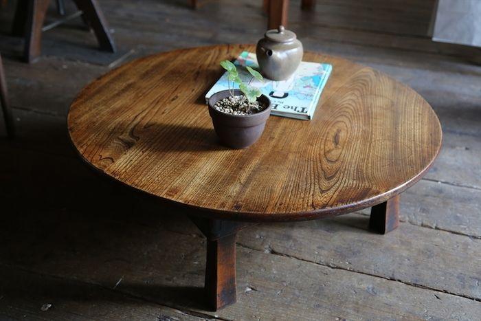 昔ながらの机といえば、ちゃぶ台。折りたたみもできて空間を広々と活用できる機能的なちゃぶ台を置いて、床座生活をはじめてみるのはいかが?