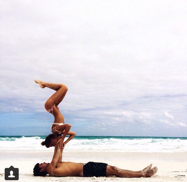 Die besten 17 Bilder zu Acro Yoga auf Pinterest   Yoga Posen ...
