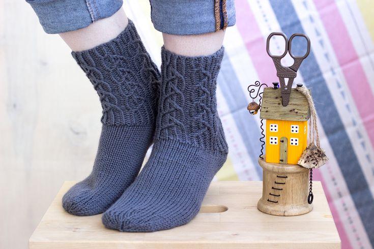 Gray chunky socks Wool socks Chunky socks for home Hand knit women socks Gift for girlfriend Bed socks Cable ribbed socks Winter warm socks
