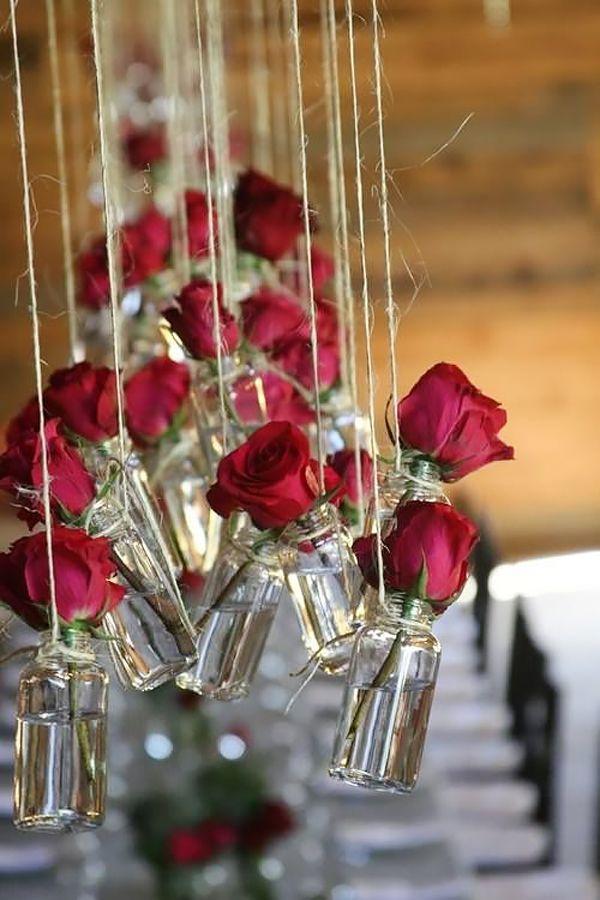 Inspiradas por A Bela e a Fera, fizemos uma seleção com 9 ideias de decoração com rosas vermelhas para a festa de 15 anos!