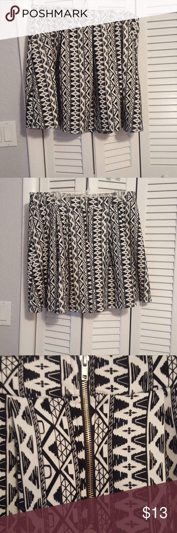 Forever 21 black and white print skirt 2X Forever 21 black and white print skirt 2x. Black part is a velvet texture. Closes with zipper and hook & eyelet. Does not have a lot of give. Forever 21 Skirts Circle & Skater