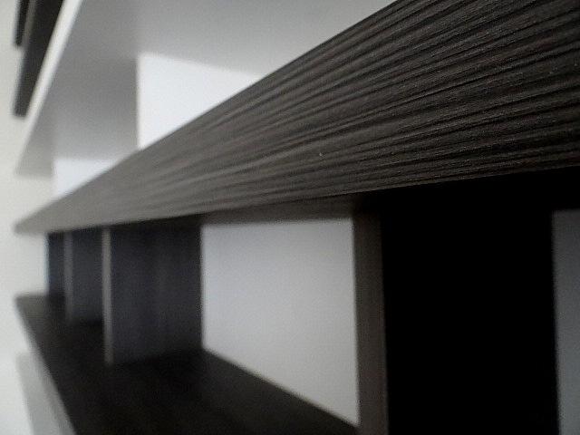 Detalle de enchapado texturado de mueble superior