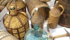 Νταμιτζάνες για την αποθήκευση του κρασιού και άλλων υγρών.