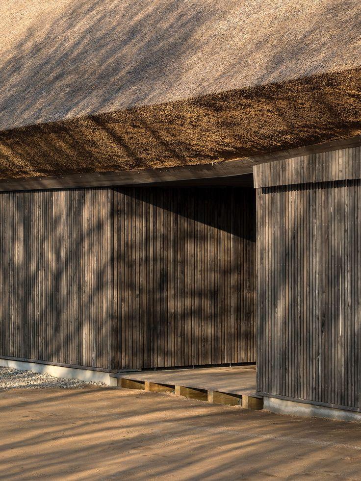 Reetdach skulptural - Informationszentrum in Dänemark von Dorte Mandrup