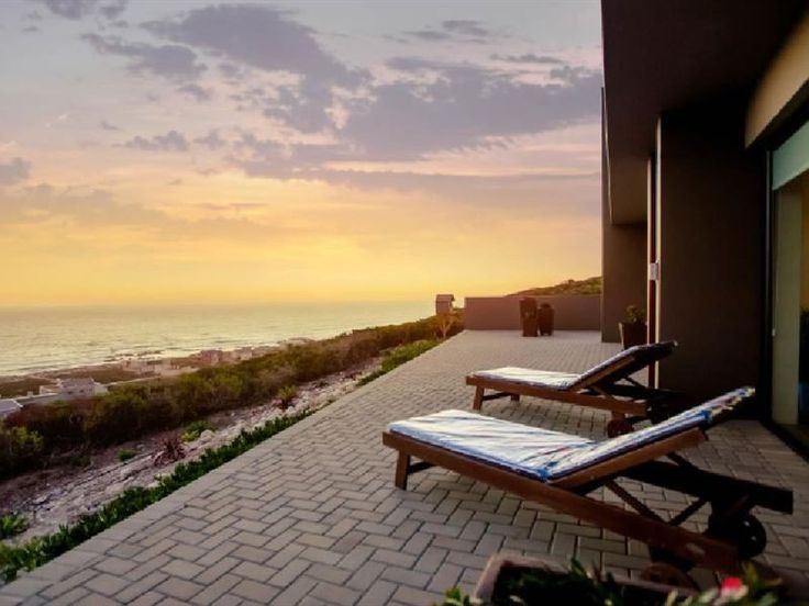Tweede Wind - Tweede Wind is situated in the picturesque seaside town of Yzerfontein, along the Cape West Coast.  The unit, which is located on the ground level, has two bedrooms with en-suite bathrooms, a fully equipped ... #weekendgetaways #yzerfontein #southafrica
