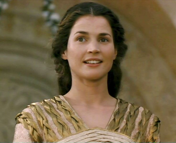 Julia Ormand as Guinevere in First Knight (1995)