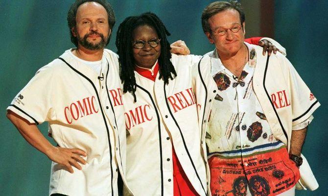 15 июня 1998 года. Билли Кристал, Вупи Голдберг иРобин Уильямс вовремя благотворительного шоу «Разрядка смехом»