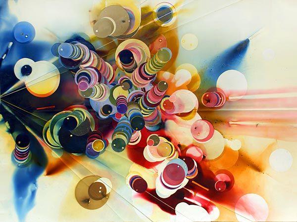 explosões contra o papel com a ajuda de baldes, potes ou outros recipientes invertidos, munida de máscara e vários tipos de foguetes, e isso resulta em círculos de diferentes cores, tamanhos e intensidades.