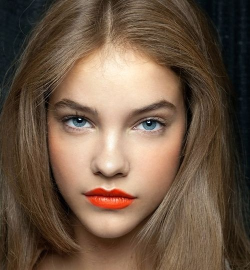 nude makeup with red lips