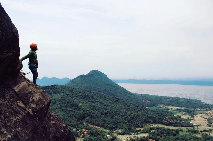 Aku tidak ingin berjalan di jalan setapak yang mulus, atau memikul beban yang ringan. Aku berdo'a minta kekuatan dan ketabahan untuk mendaki gunung yang bertaburan batu karang. Berilah aku keberanian hingga aku mampu memanjat puncak yang paling sulit sendirian dan mengubah setiap balok sandungan menjadi batu pijakan.