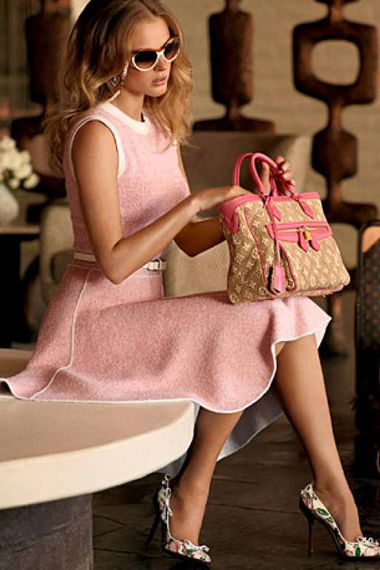I love this outfit! I would wear it with a light cardigan. So classy! #Louis Vuitton