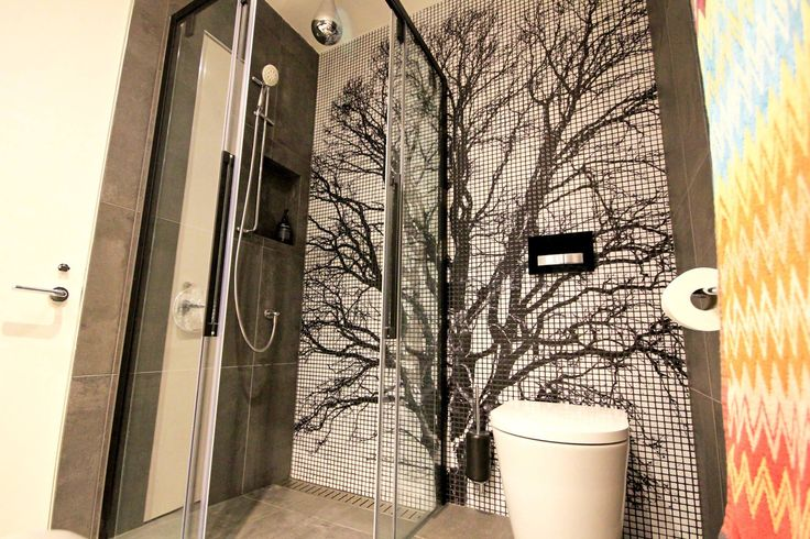 This tree silhouette in Mosaico Digitale was the perfect choice for a feature was in this Melbourne townhouse