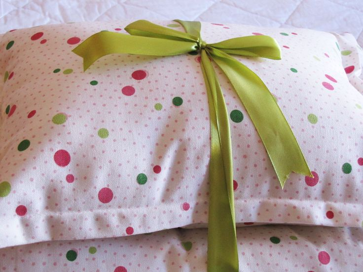 Cobertor para Cuna con Lunares de Colores. Listo para regalar a ese bebe que acaba de nacer !!!!
