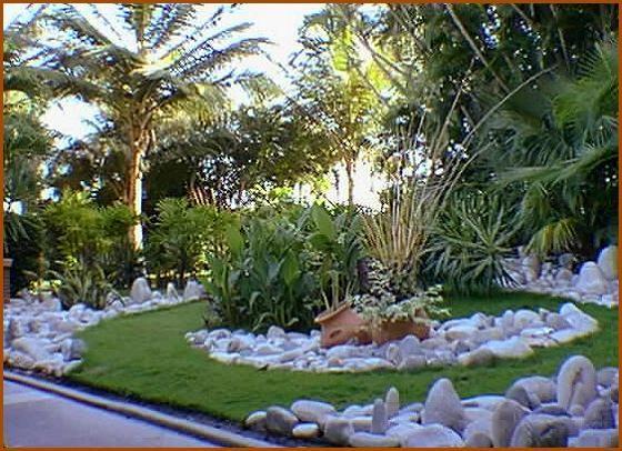 jardin de piedras con tinaja