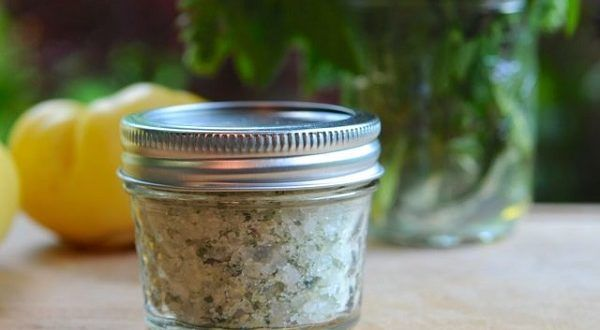 Que tal substituir o sal comum por um outro sal muito mais saudável?    Uma boa, não é?    Ah, e est...
