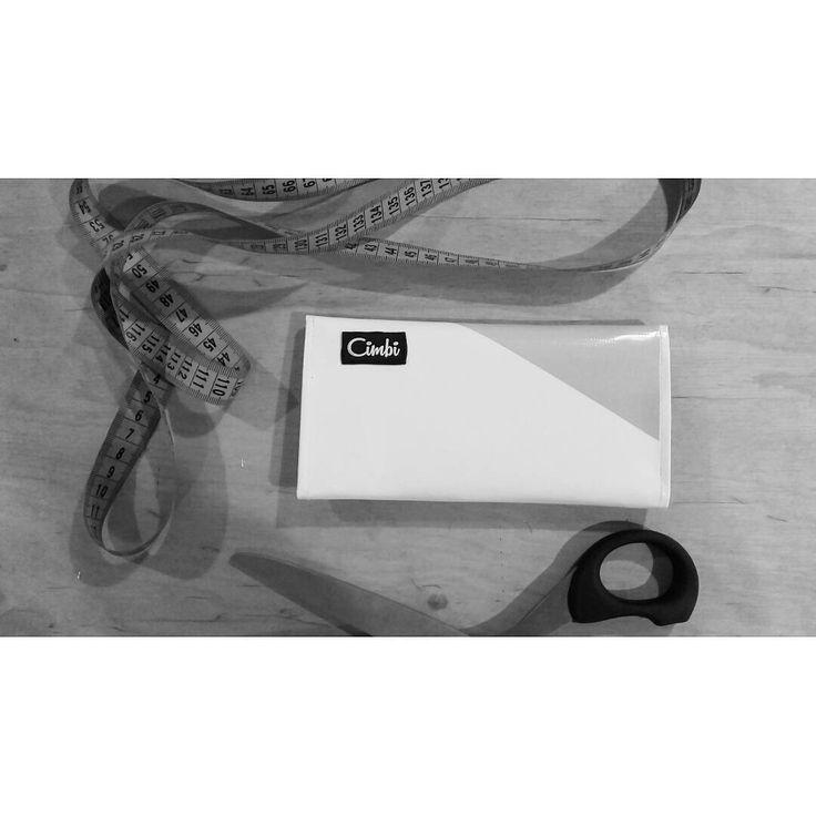 A new Cimbi got ready for this Monday Morning - displayed on an original @feszekreszek table! #thankful #weloveit #nyitvafesztival #tompautca #goodmorning #cimbi #cimbi_official #makingmemories #getyourcimbi #findyourcimbi #perfectmatch #scissor #handcrafted #keeponsewing #monday #morning #blackandwhite #enjoy #upcycle #ecodesign #ecofriendly #conciousshopping #vegan #wallet #bags ✂©