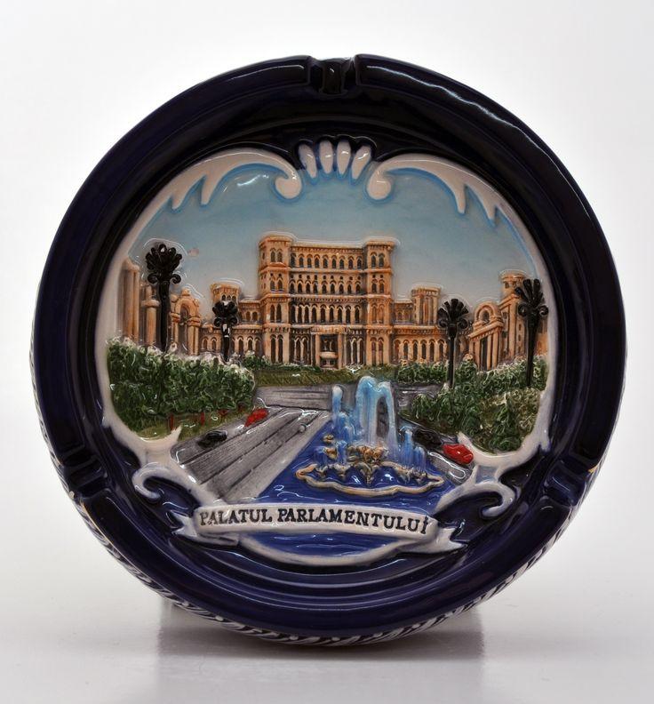 Scrumiera din ceramica, personalizata, ce infatisaza Palatul Parlamentului si face parte din colectia Art&Craft.