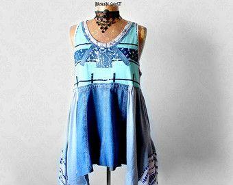 ADRIANA Top o falda  Éste de un pedazo bueno fue creado con la parte superior de un par de jeans y una mezcla de tejidos. Flota lejos del cuerpo en bufanda-como el estilo y tiene las correas de espagueti twisty. Esto puede ser usado como tapa como se muestra o una falda (solo oculte las correas).  Tamaño de la mujer grande Busto: cabrá 39 37 pulgadas (94-99 cm) Cintura cuando usado como tapa: gratis Cintura: cuando usado como una falda (más baja que la cintura natural): 36-38 pulgadas (92-97…