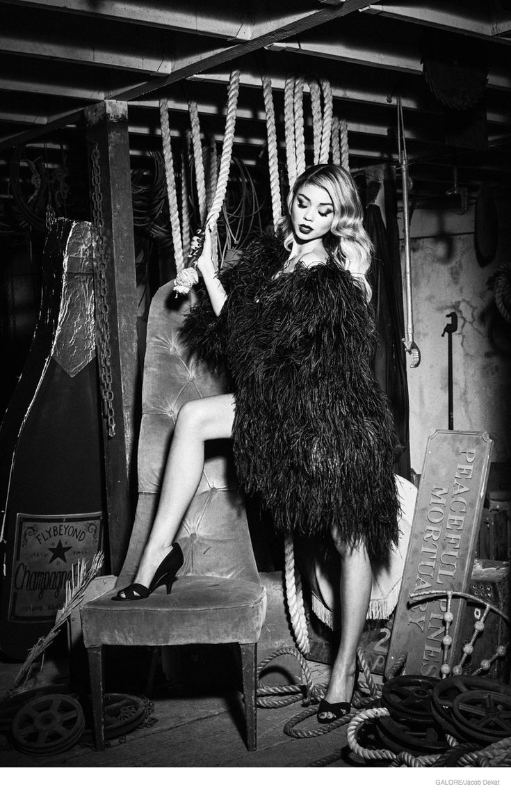 'Modern Family' star Sarah Hyland appears on 'The Young Hollywood Issue' from Galore Magazine, looking like totally different with bombshell makeup and hair. Photographed by Jacob Dekat and styled by Henna Koskinen, the blonde beauty channels her inner femme fatale in pearls, gloves and black gowns. Rocking a fur coat, the blonde beauty channels her inner rocker.