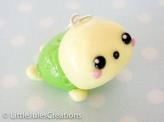 Kawaii green turtle polymer clay charm par LittleJulesCreations