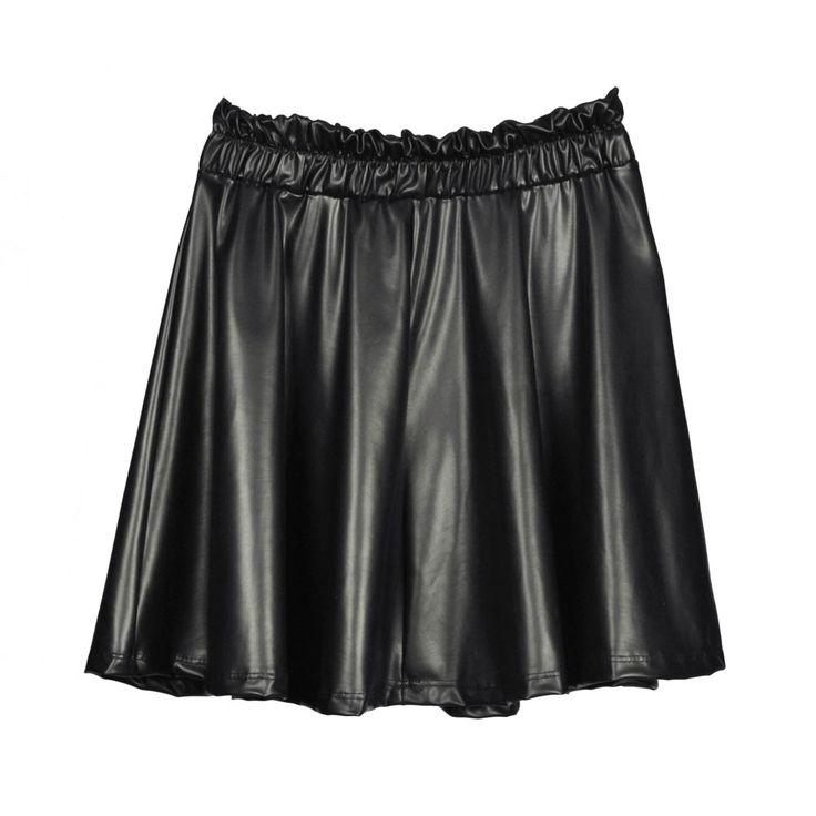Mini falda de mujer, cuerina negro.