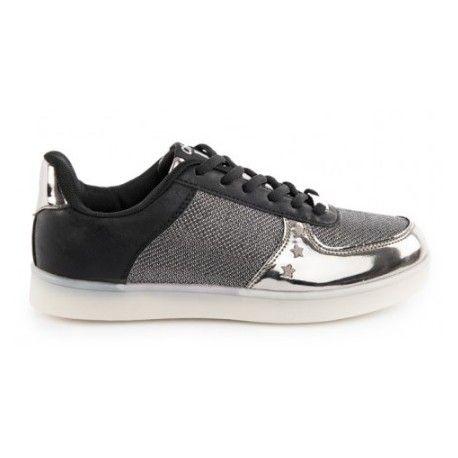 Si lo que estas buscando es ; moda , tendencia , comodidad e iluminar tus pasos , este es tu modelo indispensable . Zapatillas de led de mujer en color plomo .