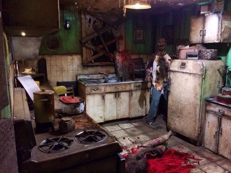 kitchen scene in damnation haunt at hundred acres manor