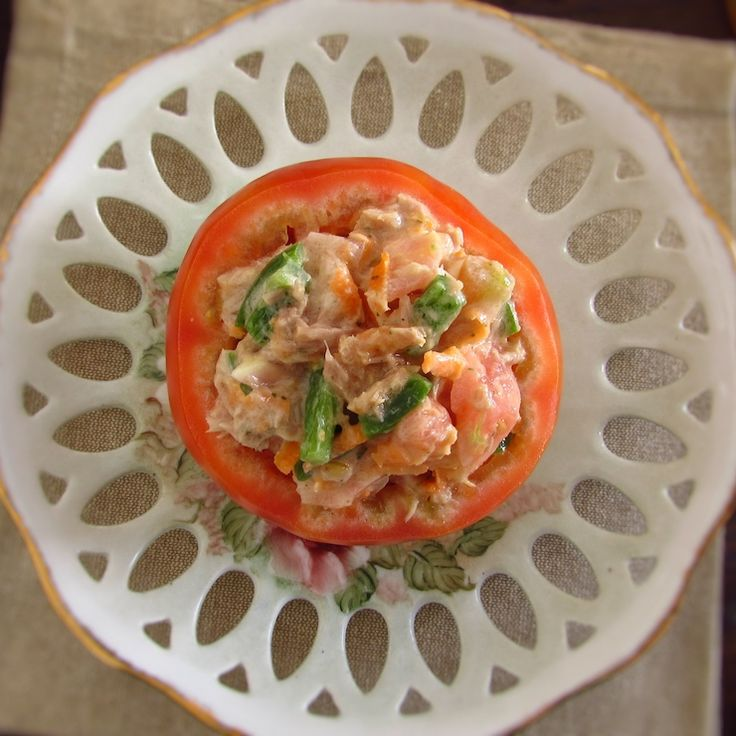 Stuffed tomatoes with tuna | Food From Portugal. With the summer and the heat, fresh, light and healthy meals are always a great option! We suggest this recipe of stuffed tomatoes with tuna, it's the ideal lunch on a beach or pool day, it's easy and quick to prepare!   http://www.foodfromportugal.com/recipe/stuffed-tomatoes-tuna/