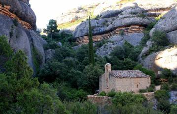 Sant Bartomeu de Fraguerau hermitage. http://www.exploratgn.cat/ca/ezine/route/ermita-de-sant-bartomeu-de-fraguerau-a-ulldemolins