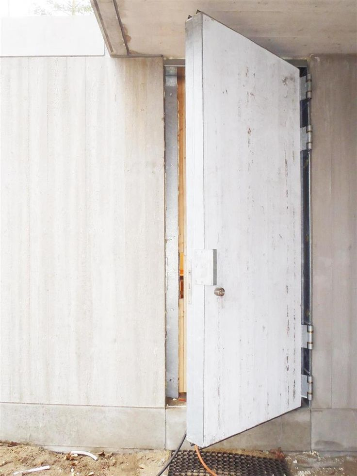 Nieuwbouwwoning te Keerbergen bijna afgerond, plaatsing vast meubilair en betonnen deur