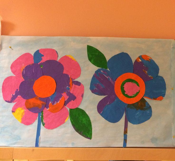 Addobbi salone.Fiori fatto da bambini 5anni. Tecnica colori a tempera e collage.