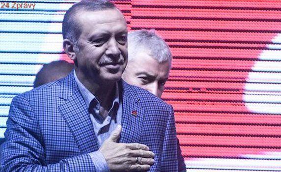 V EU roste turkofobie, tvrdí Erdoganův mluvčí. Ankara chce dál agitovat v Německu