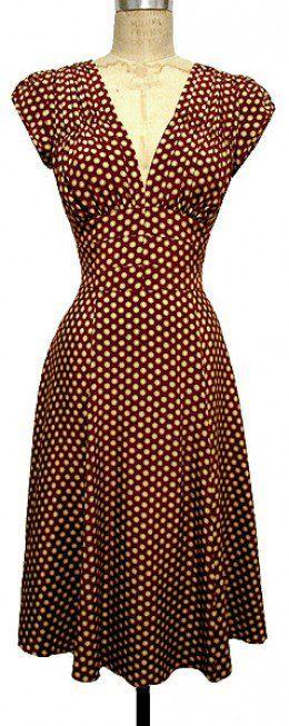 Vestido años 40's con drapeado pequeño en zona de busto.