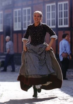 Scandinavian Style; A bit simple, & perhaps frumpy, but there's something I like about it...