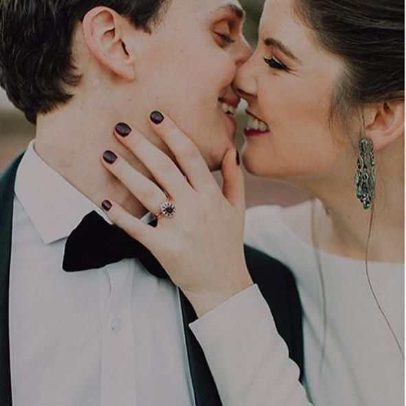 A stunning pic by the talented @michelledtphoto featuring Milan & Marina's Wedding Day and a one-of-a-kind @freerangejewels #rubyengagementring Gorgeous couple @marinaalbertyn #mielieenmariens #struwigtroue