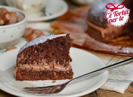 #Torta al cacao e nocciole con farcia al #cioccolato: un dessert super goloso! Da provare!  Scopri la ricetta...