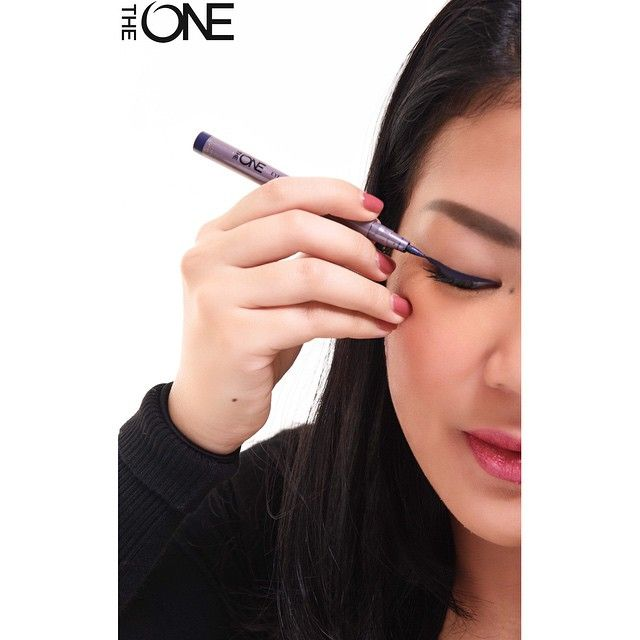 """The last photo of my beloved eyeliner before it dried up. I loved my #Oriflame #TheOne Eyeliner Stylo in Navy Blue so much, kinda overused it because it's…"""
